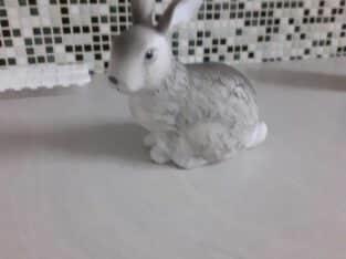 een konijnenbeeld